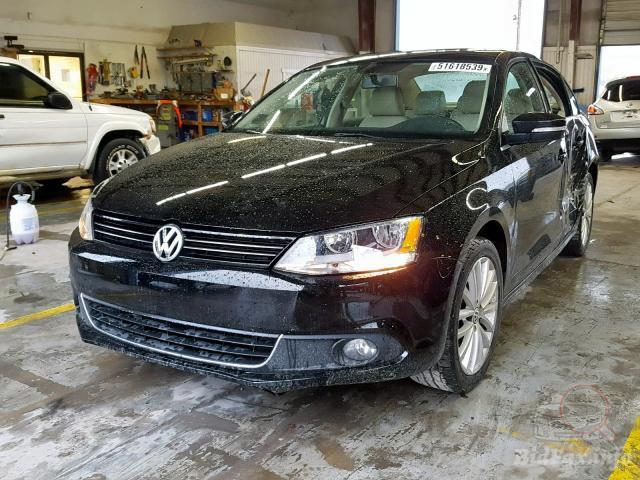 Купить бу Volkswagen Jetta 2.5 2012 года в США